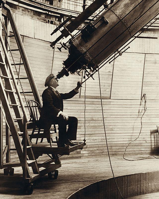 Лоуэлл наблюдает Венеру в 24-дюймовый телескоп