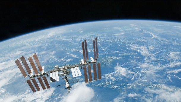 Ещё один снимок МКС, сделанный с подлетающего к этой станции космического корабля