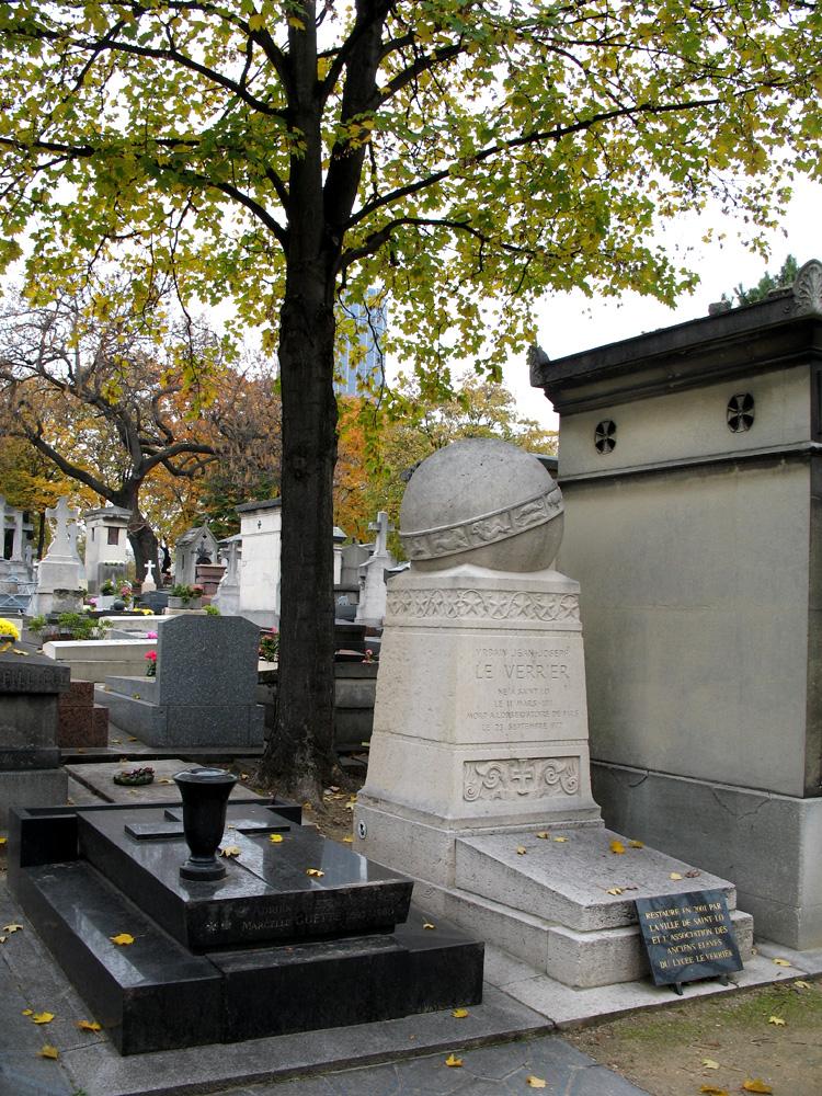 Гробница Леверье на кладбище Монпарнас в Париже