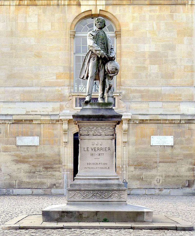 Памятник Леверье у Парижской обсерватории