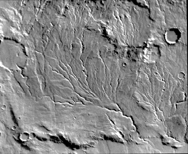 Более того на снимках было обнаружено большое количество систем древовидных оврагов, которые больше всего напоминали следы высохших потоков воды