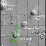 Карта Марса с отмеченными зеленым цветом пещерами