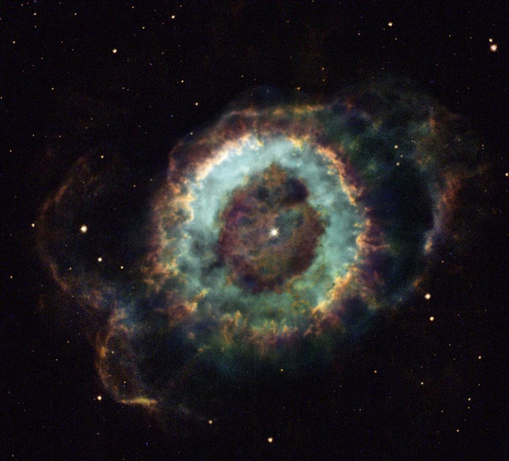 """Планетарная туманность """"Вороний глаз"""" с белым карликом внутри хорошо иллюстрирует будущее Солнечной Системы"""